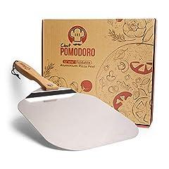 Idea Regalo - Chef Pomodoro - Pizza in alluminio con manico pieghevole in legno per una facile conservazione, 30,5 x 35,6 cm, paletta per pizza fatta in casa