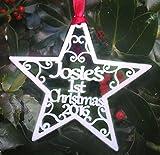 First Christmas Star personalisierbar Weihnachtsbaumschmuck Kugel Geschenk Weiß Swirls