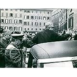 Vintage Foto de Presidente de la República, Giovanni Leona Salir montecitorio después de que el Juramento, 1972.