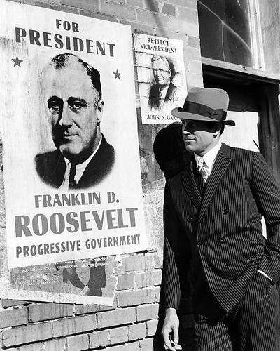 Bonnie und Clyde 10x 8Werbe Foto Warren Beatty Posen von Franklin D. Roosevelt Wahl Poster