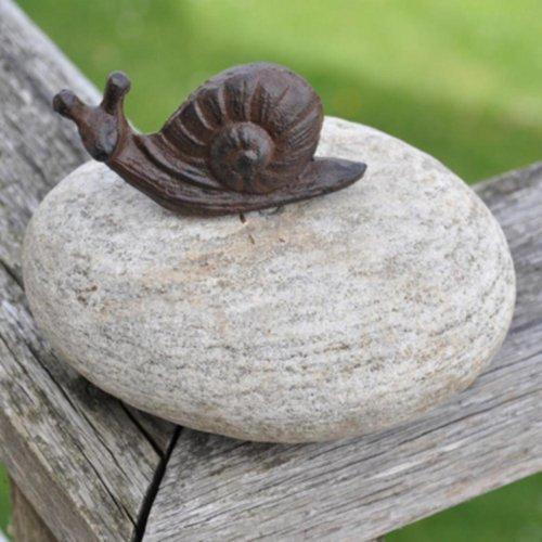 Delightful Gusseisen Schnecke, geschraubt in eine große Stein–Ideal für jeden Garten Broder oder Teich und auch ein schönes Briefbeschwerer.
