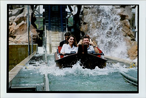vintage-photo-of-king-abdullah-ii-and-queen-rania-at-the-six-flags-amusement-park-in-virginia
