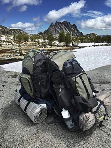 1ba7de4da9 AmazonBasics - Zaino da escursionismo con telaio interno e cerniera  antipioggia, 55 L, Verde