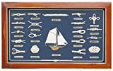 Knotentafel in Flachvitrine mit Segelyacht, Messingschilder in Deutsch