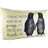 Amor en inglés pingüino largo cojín de East of India
