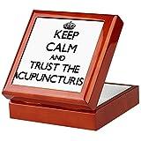 CafePress–Keep Calm und Vertrauen Sie dem Acupuncturist–Keepsake Box, fertig Hartholz Jewelry Box, Samt Gefüttert Memento Box mahagoni