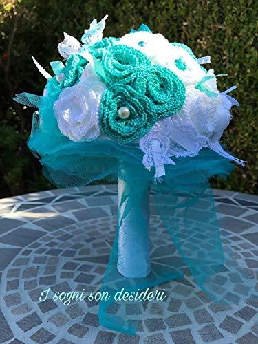 Tiffany bouquet da sposa shabby chic promessa di matrimonio bouquet da lancio portafedi regalo nascita laurea handmade, composto da roselline lavorate all'uncinetto, nastri di raso, pizzi e merletti.