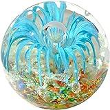 Kaltner Präsente Geschenkidee: Traumkugel Glaskugel Briefbeschwerer Kugel aus Glas Farbe Hellblau Konfetti (Ø 85 mm)