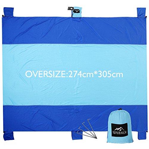 Preisvergleich Produktbild RUPUMPACK Sand Escape Oversized Beach Blanket - 9' X 10',  Portable Outdoor Picnic Mat,  Strong Parachute Nylon,  Machine Washable, Includes Four Stakes,  Built In Sand Anchors & Valuables Pocket…
