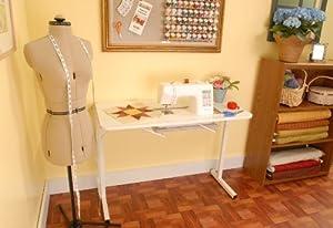 Mesa para manualidades de Arrow Cabinets