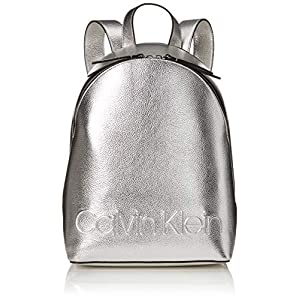 514j1AuSK8L. SS300  - Calvin Klein - Edged Backpack Met, Mochilas Mujer, Gris (Silver), 15x38x27.5 cm (B x H T)