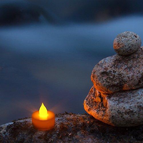 fourHeart LED Weihnachten Kerzen D36 x H36 MM (12er Set) Teelichter flammenlose Fest Licht Beleuchtung mit Flackereffekt batteriebetrieben, perfekt für Parties, Konzerte Hochzeit, Geburtstag und Festivals wie Halloween und Weihnachten entworfen - warm Gelb - 9