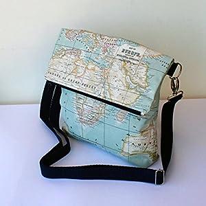 Bolso – Mochila Impermeable – La vuelta al Mundo – Bolso bandolera convertible en mochila, hecho a mano en tela impermeable mapamundi y algodón