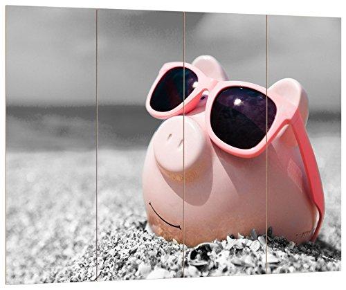 Pixxprint Cooles Sparschwein mit Sonnenbrille am Strand schwarz/weiß, MDF Bretterlook Format: 80x60cm, Wanddekoration Holzbild, Holz, bunt, 80 x 60 x 2 cm