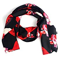 Lady piccola sciarpa di raso stile alla moda indossando più Metodo regalo per le ragazze