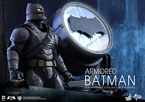 Hot Toys Batman VS Superman - Figura de Batman, Escala 1:6, diseño con Texto en inglés Armored Batman, Color Negro y Gris 3