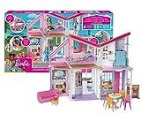 Barbie- La Nuova Casa di Malibu, Playset Richiudibile su Due Piani con Accessori, 61 cm, Giocattolo per Bambini 3+ Anni, FXG57