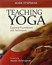 Teaching Yoga: Essential Foundations and Techniques by Mark Stephens (2010-05-25)