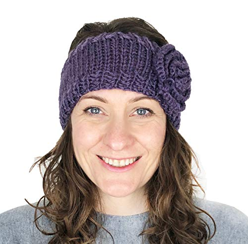 Pamper Yourself Now Lila Wolle maschinenStrick StirnBand mit Blume. Warme Winterstirnband. (PURPLE woollen machine knitted headband with flower. Warm winter headband)