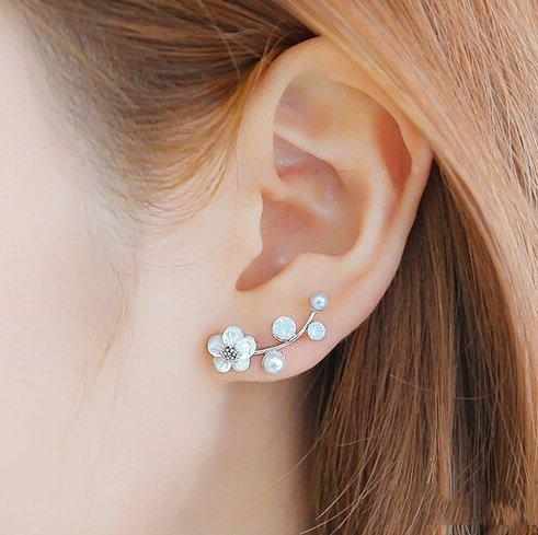 shell-pearl-earrings-female-flowers