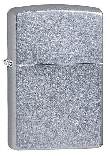 Nella scatola degli accendini zippo è incluso un certificato di autenticità. L'accendino non è da subito funzionale in quanto occorre il fluido di ricarica che si può trovare in tutte le tabaccherie d'Italia.