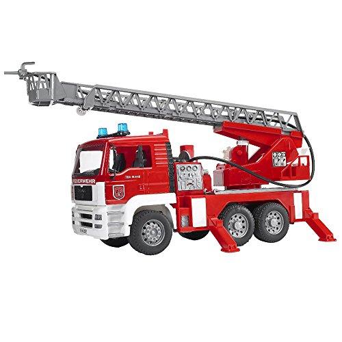 feuerwehrauto Bruder 02771 - MAN Feuerwehr mit Drehleiter, Wasserpumpe und Light & Sound Modul