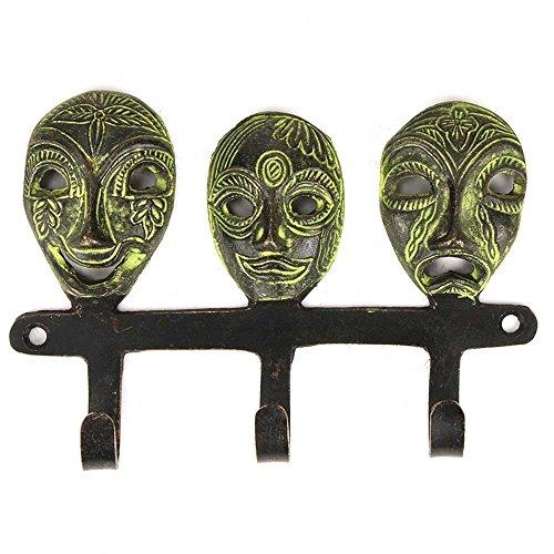 Tre bronzo piccole maschere tribali con attaccapanni Patina Finitura Three Bronze Small Tribal Masks With Wall Hooks Patina Finish