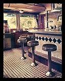 Bild mit Rahmen Ralf Uicker - American Diner - Digitaldruck - Holz schwarz, 60 x 75cm - Premiumqualität - Fotokunst, Interieur, Bar, Kneipe, Tresen, Barhocker, American scene, Fast food Resta.. - MADE IN GERMANY - ART-GALERIE-SHOPde