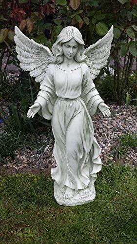 Ange debout bras étalé figure jardin