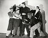 Moviestore Boris Karloff unt Glenn Strange als Monster in Bud Abbott Lou Costello Meet Frankenstein 25x20cm Schwarzweiß-Foto