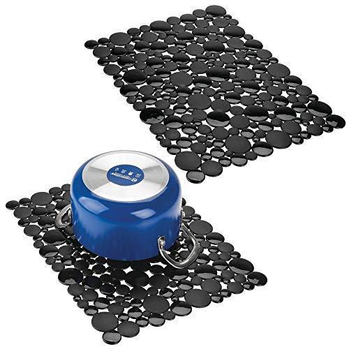mDesign Juego de 2 alfombrillas antideslizantes recortables - Base para fregadero de cocina grande - Tapetes protectores para la vajilla y la pila de PVC - Con diseño de piedras - negro