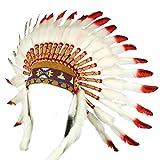 Coiffe de chef indien américain avec des plumes blanches, des pointes rouges et des points noirs