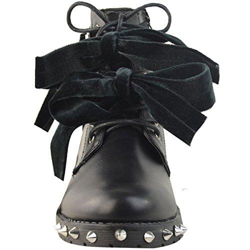 Damen Biker-Stiefeletten mit spitzen Nieten - niedriger Absatz - Gothic-Look Schwarz Kunstleder