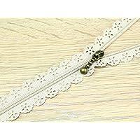 F J Fusion Fancy Lace Reißverschluss mit Antik Messing Abzieher 30cm hell beige–Pro Zip