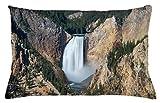 ABAKUHAUS Wyoming Copricuscino, Gran Canyon di Yellowstone, Decorativo, Stampato su Entrambi i Lati, 65 x 40 cm, Scuro Marrone Sabbia Cacciatore Verde E Bianco