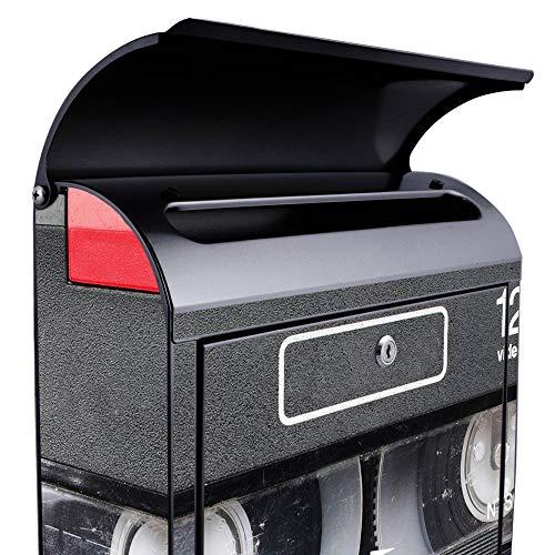 BANJADO Design Briefkasten schwarz | 38x47x13cm groß mit Zeitungsfach | Stahl pulverbeschichtet | Wandbriefkasten mit Motiv Video Kassette | mit silbernem Standfuß - 4