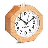 Navaris Réveil analogique en bois - Horloge à aiguilles classique avec fonctions heure alarme snooze lumière - Design octogone - Bois clair