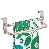 mDesign Geschirrtuchhalter gebogen für die Küche – doppelter Handtuchhalter Küche zum Einhängen in die Küchenschranktür – Badetuchhalter aus Metall – mattsilberfarben