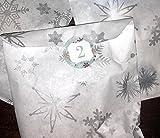 Adventskalendertaschen – Weiß/Silber Schneeflocken-Muster & 30 mm traditionelle Design-Sticker