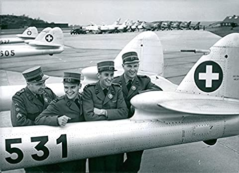 Vintage photo of World Championship in flight rally and the Swiss Pentathlon team at its Venom plan at Landvetter airport