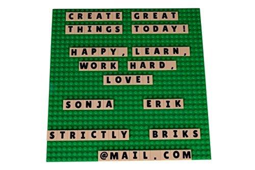 Strictly Briks Alphabriks - Stapelbare Bauplatte & 100 Buchstaben-Plättchen mit 2 x 2 Noppen zum Lernen & Spielen - kompatibel mit Allen führenden Marken - Grüne Bauplatte 25,4 x 25,4 cm