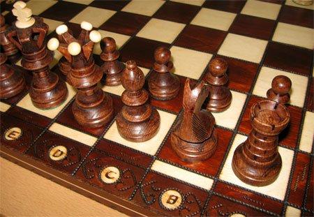 ChessEbook-Schachspiel-aus-Holz-52-x-52-cm