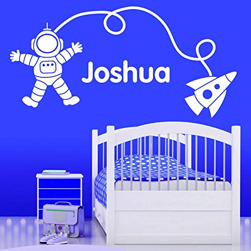 zhuziji Personalisierte Spaceman/Rakete Wandaufkleber Baby Wandkunst Aufkleber Vinyl Transfer Sterne Wandaufkleber Für Kinderzimmer Krankenschwester weiß 96x48 cm