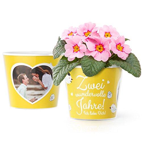 2 Hochzeitstag Geschenk Blumentopf (ø16cm) | 2 Jahre zusammen Geschenkidee für Sie oder Ihn mit Rahmen für zwei Fotos (10x15cm) | Zwei wundervolle Jahre!