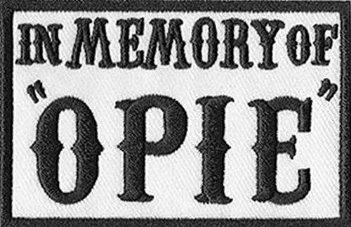 """Toppa da motocicletta con scritta """"In Memory of Opie"""" (dalla serie """"Sons of Anarchy""""), 7.6 x 5 cm, nera Dalla serie """"Sons of Anarchy""""."""