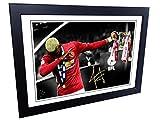 12x 8A4 « Le dab » Photo encadrée et signée de Paul Pogba, du club de football de Manchester United (Coupe de la Ligue anglaise de football)