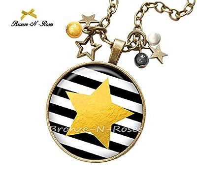 Collier étoile jaune fond rayures noires cabochon bronze verre