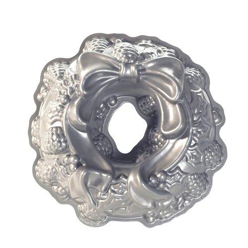 Nordic Ware 85348 Pastel Diseño de moldes de aluminio fundido guirnalda del día width=