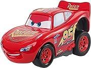 Sfreccia a tutta velocità con Saetta McQueen dal film Disney/Pixar Cars 3 In questa sua versione con meccanismo di caricamento a pressione basta semplicemente premere la carrozzeria per una partenza a tutto gas
