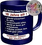 2528 Geburtstag Geschenke-Set 18: DER BESITZER IST 18 JAHRE ALT, Geburtstagsgeschenk 18. Premium Geschenk Tasse Keramik, Original RAHMENLOS® in Geschenkbox + Button Happy Birthday
